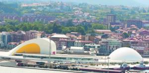 Avilés, con el Centro Niemeyer en primer plano :: LA VOZ DE AVILÉS