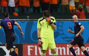 Casillas se lamenta de uno de los goles holandeses. Foto: www.capitaldeporte.com